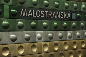Kovové obložení ve stanici Malostranská, foto: Ralf Roletschek, Wikimedia Commons, CC BY-NC-ND 3.0