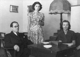 Helena Koželuhová (vpravo) se svým manželem adcerou, foto: archiv Středočeského muzea vRoztokách uPrahy