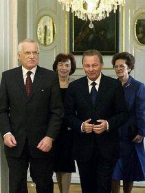 Václav Klaus y Rudolf Schuster con sus esposas, foto: CTK