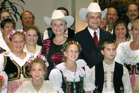 Prime Minister Vladimir Spidla and his wife Viktorie with Czech expatriates living in Texas, photo: CTK