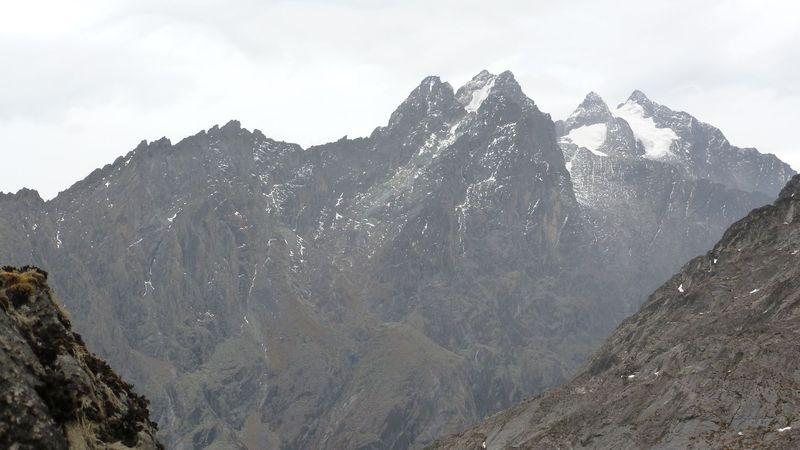 Ruwenzori-Gebirge mit Margherita Peak (ganz rechts). Foto: El.Sarmiento, Wikimedia Commons, CC BY-SA 3.0
