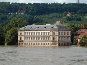 Лихтенштейнский дворец на Кампе в августе 2002 г.