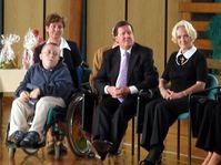 David Hodan, George Robertson and Bela Gran-Jensen, la fondatrice d'organisation Stonozka