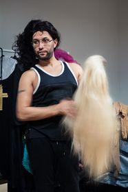 Edgardo about to start his transformation, photo: Lena Fix