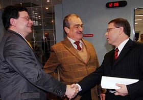 Zleva: Alexandr Vondra, Karel Schwarzenberg aLubomír Zaorálek vpořadu Otázky Václava Moravce, foto: ČTK