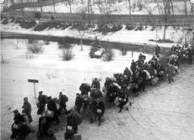 Депортируемые из Угерского Брода евреи, фото: веб-сайт moderni-dejiny