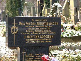 крест на Ольшанском кладбище в память об Августине Волошине, фото: Aktron, CC BY 3.0