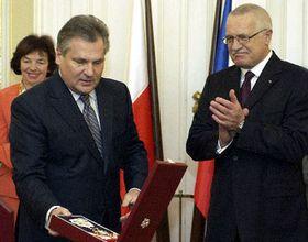 Президент Чехии наградил своего польского коллегу Орденом Белого льва (Фото: ЧТК)