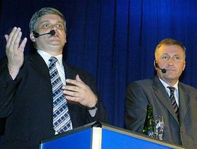 Vlastimil Tlusty y Mirek Topolánek del Partido Cívico Democrático (Foto: CTK)