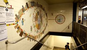 Mozaiky od Petra Síse zdobí jednu ze stanic metra vNew Yorku, foto: ČT