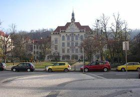 Grundschule auf dem Platz Lyčkovo náměstí (Foto: ŠJů, CC BY-SA 3.0)