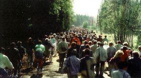 Menschenmassen bei der Probegrenzöffnung Mähring Broumov (Quelle: Stadtarchiv Bärnau)