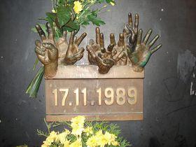 Мемориальная доска, Фото: Rémi Diligent, Открытый источник