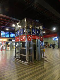 Aufzug in der U-Bahn-Station (Foto: ŠJů, Wikimedia Commons, CC BY 4.0)