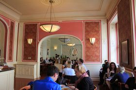 Café Louvre, photo: Øyvind Holmstad, CC BY-SA 3.0