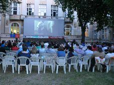 Cine a cielo en el jardín de la sede de Regina, foto: Eva Dvořáková, ČRo