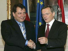 Primer Ministro checo, Jirí Paroubek (a la izquierda) y canciller austríaco, Wolfgang Schüssel (Foto: CTK)