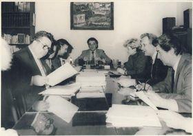 Kolegium děkana FF UK (v čele děkan Antonín Vaněk) vroce 1988, foto: časopis Univerzity Karlovy iForum / Archiv Univerzity Karlovy