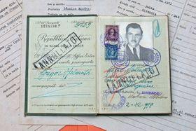 Le passeport italien de Josef Mengele, 1949, photo: Jackdawson1970, CC BY-SA 3.0