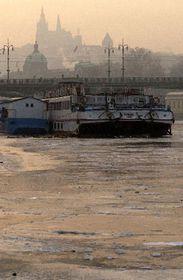 Río Vltava en Praga se cubrió de hielo, foto: CTK