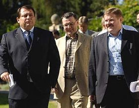 De izquierda: Jiri Paroubek, Lubomir Zaoralek y Zdenek Skromach (Foto: CTK)