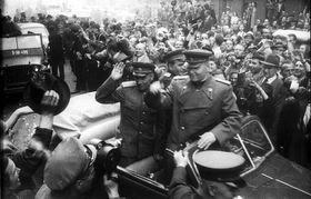 El mariscal soviético Kónev llega a Praga, foto: Karel Hájek, Wikimedia CC BY-SA 3.0