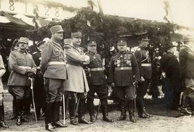 Les officiers de la mission militaires française. Le général Eugène Mittelhauser (le troisième à gauche), photo: Archives de VHÚ