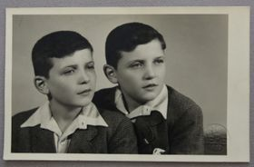 """Иржи и Йозеф Фишеры, фото из книги """"Близнец Менгеле"""""""