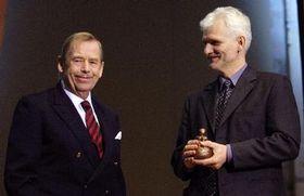Ex presidente checo, Václav Havel (a la izquierda) y activista bielorruso, Ales Bialacki (Foto: CTK)