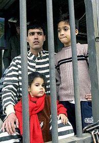 Liuver Saborit y sus hijos (Foto: CTK)