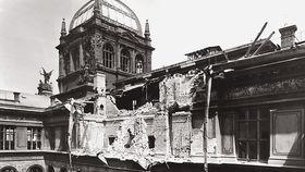 Am 7. Mai 1945 fiel eine Bombe auf das Museum (Foto: Archiv des Nationalmuseums in Prag)