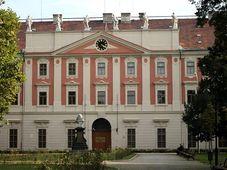 El edificio de Los Inválidos (Invalidovna) en el barrio de Karlín, Praga, foto: Oleg Fetisov