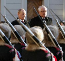 Vladimir Putin y Vaclav Klaus en Praga (Foto: CTK)