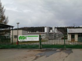 Criadero de cerdos en el área del antiguo campo de concentración de gitanos