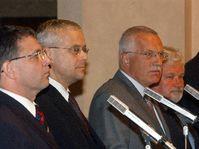 Zleva předseda PS Lubomír Zaorálek, premiér Vladimír Špidla, prezident Václav Klaus a předseda Senátu Petr Pithart, foto: ČTK
