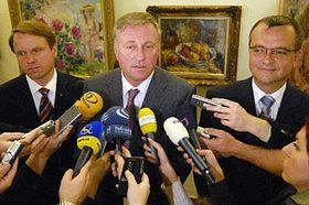 De izquierda: Martin Bursik, Mirek Topolanek y Miroslav Kalousek (Foto: CTK)