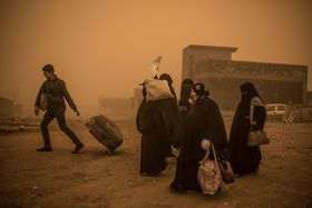 A group of civilians flee from Mosul, December 2, 2016, photo: CTK
