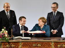 Emmanuel Macron und Angela Merkel (Foto: ČTK / AP Photo / Martin Meissner)