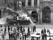 Agosto de 1968 en la ciudad de Liberec, foto: Václav Toužimský / proyecto Živá paměť Liberec