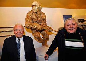 Former players Karel Gut and Jan Havel at the statue of Ivan Hlinka, photo: CTK