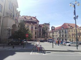 El Palacio Clam Gallas (en el fondo) desde la Plaza Mariana, foto: Dominika Bernáthová