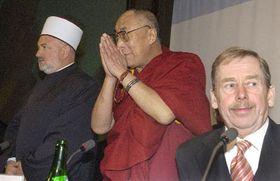 Zleva šéf islámské komunity vBosně aHercegovině Mustafa Cerić, tibetský duchovní vůdce dalajláma abývalý český prezident Václav Havel na setkání zástupců světových náboženství, foto: ČTK