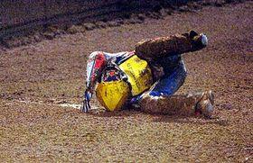 Jason Crump při pádu vjedné zrozjížděk, foto: ČT