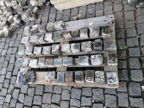 Обнаруженные фрагменты надгробий. Ремонт мостовой Вацлавской площади, фото: Jewish Community of Prague / Židovská obec v Praze / Facebook