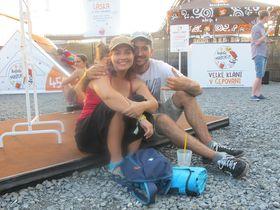 Lara y Héctor, asistentes en autocaravna desde España, foto: Ana Briceño