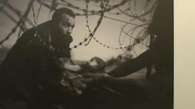 La imagen del australiano Warren Richardson, que siguió con su cámara la situación de los refugiados de Oriente Medio, foto: ČT