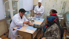 Измерение сахара в крови в Молдове, фото: «Каритас Чешская Республика