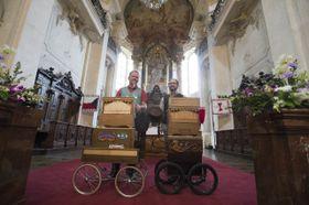 Шарманщики в храме св. Микулаша в Праге, Фото: ЧТК