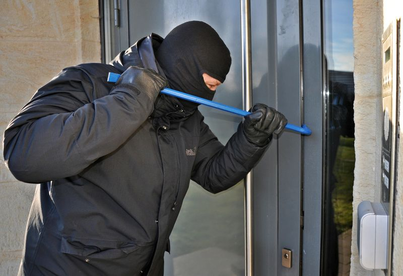 Einbrecher - zloděj (Foto: Steffen Salow, Pixabay / CC0)