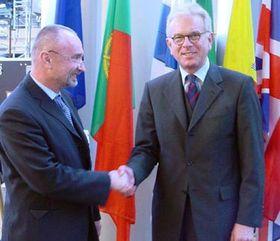 Viceprimer ministro checo, Petr Mares (de izquierda) y Hans-Gert Pottering, foto: CTK